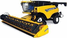 NEW HOLLAND CR9090 1/32 SCALE HIGH DETAIL COMBINE UNIVERSAL HOBBIES 14+ UH4004