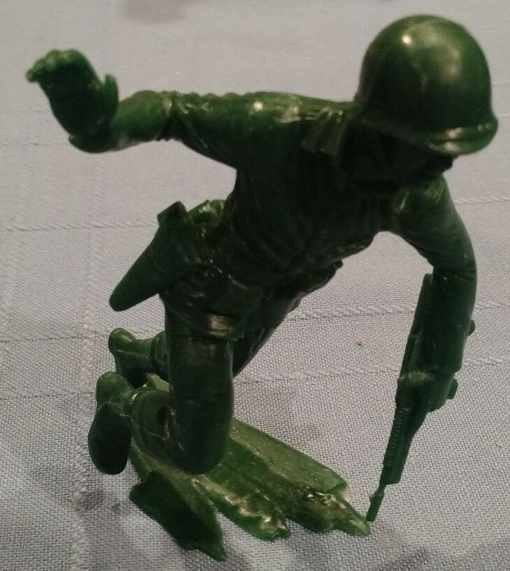 Oversized  5  tall  verde Army Man, Charging with Pistol Drawn, Vintage/Exc Cond