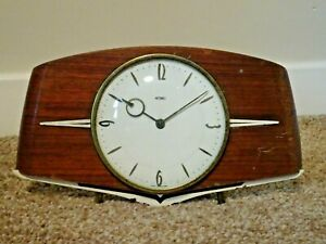 Vintage-Mid-20th-Century-Oak-Panel-Metamec-Mantel-Clock-with-Metal-Finials-Time