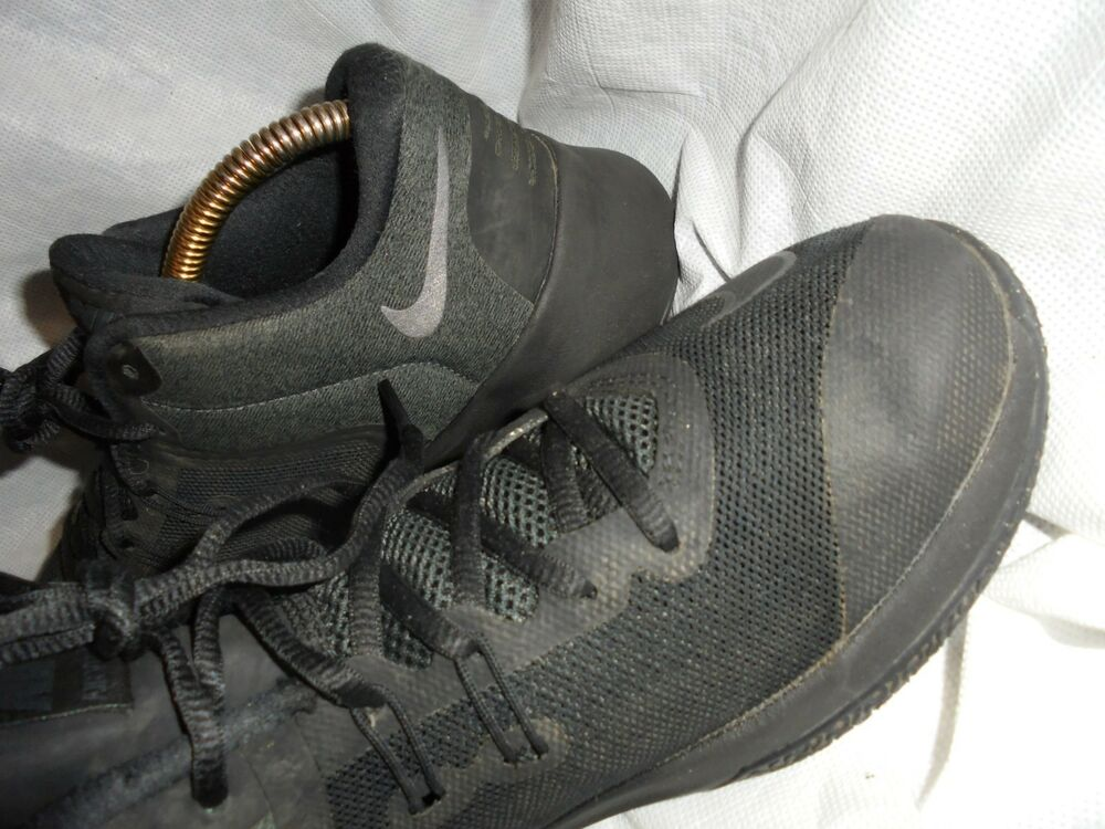 NIKE Cuir AIR VERSITILE II Hommes Cuir NIKE Noir à Lacets Baskets Taille UK 7 EU 41 US 8 très bon état- e80cba