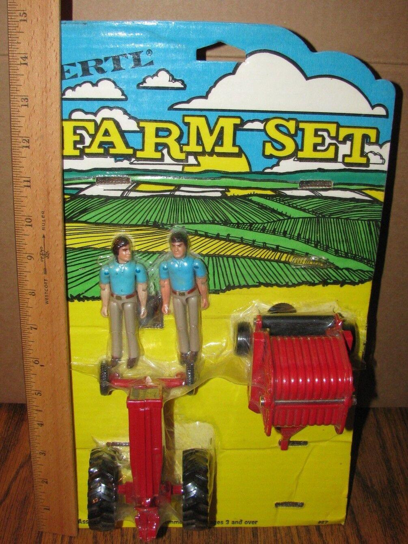 Ertl IH 1/32 Farm Set en tarjeta 2400 Enfardadora Wf Tractor & 2 personas 27-70ao 544