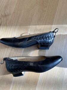5c9d74ae065 Image is loading Bottega-Veneta-Black-Intrecciato-Woven-Leather-Low-Heel-
