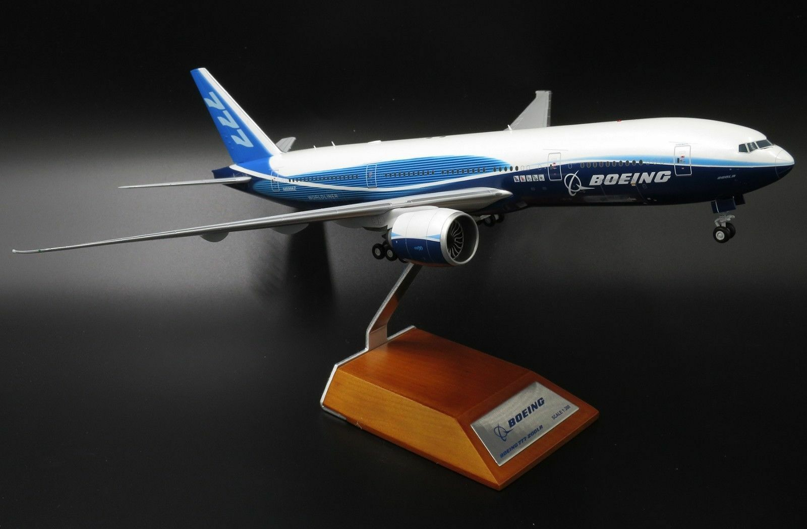 JC WINGS JC2182 1 200 BOEING 777-200LR HOUSE COLOR N6066Z WITH STAND