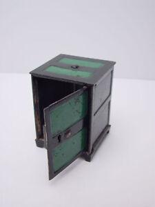 Vintage-Locking-Safe-Cast-Iron-Still-Bank