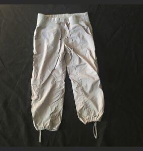 LULULEMON-Gray-Capri-Pants-Woman-039-s-Yoga-Running-Activewear-4