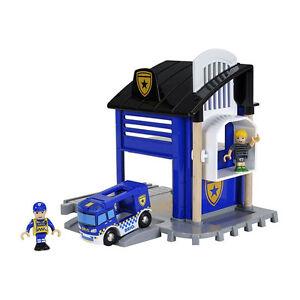 Brio 33813 Polizeistation mit Einsatzfahrzeu<wbr/>g für Holzeisenbahn NEU!  #