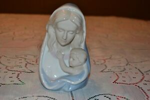 Porcelain-Madonna-with-Child-Mary-Jesus-statue-Music-Box-Ave-Maria-Royal
