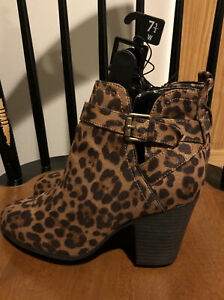 Time /& Tru Womens Accent Buckle Zip Shaft Ankle Boots US Size 8.5 Black New