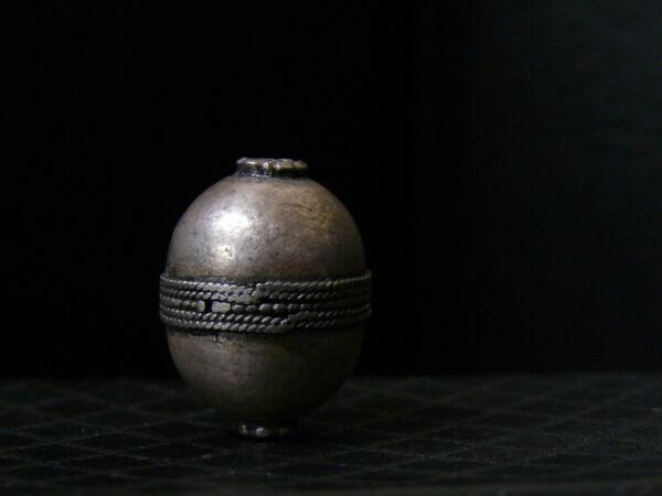 (ec011) Himalaya Old Tribal Handmade Silver Bead Aspetto Elegante