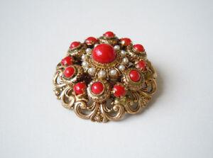 Gewissenhaft Goldfarbene Modeschmuck Brosche Rote Steine & Kunstperlen 11,3 G/Ø 3,6 Cm