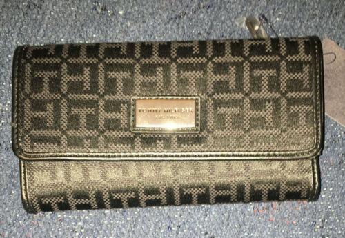 TOMMY HILFIGER Woman's Wallest Clutch Zip Around NWT Retail $48