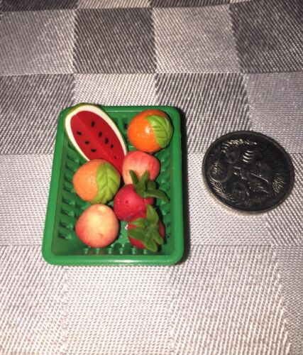 Details about  /DOLLHOUSE MINI FOOD **7 PIECES OF FRUIT in GREEN BASKET** for BARBIE PARTY PLAY