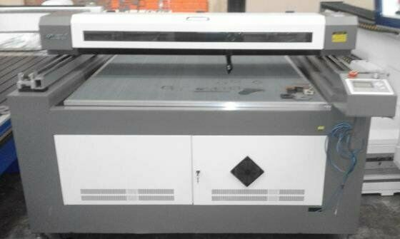 INDUSTRIAL LASER CUTTER - 100W - Large format 1.3m x 2.5m bed size