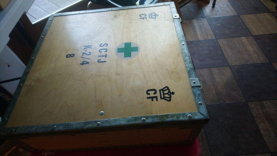 Militær, Civilforsvaret kasse fyldt med forbindinger
