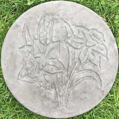GARDEN PATH//PATIO CHARCOAL DAFFODIL FLOWER STEPPING STONES