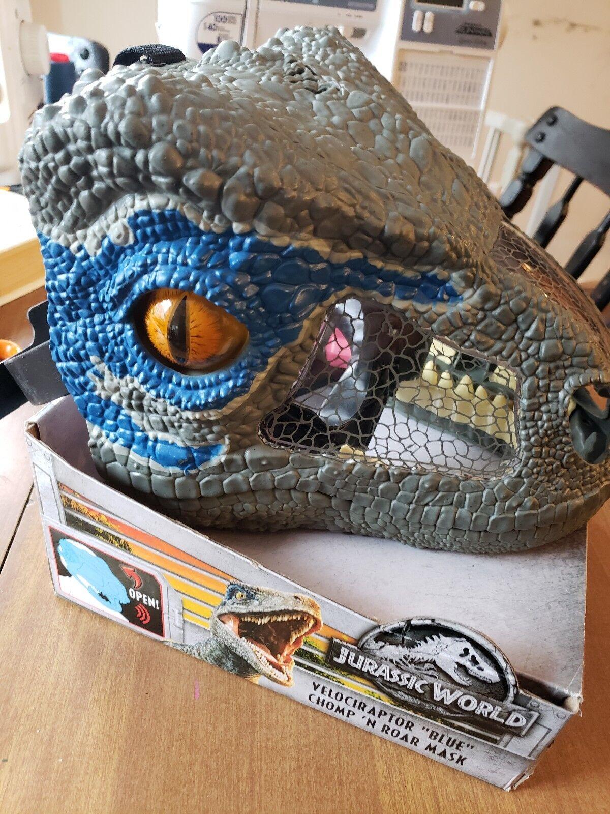 NIB Jurassic World bluee bluee bluee Chomp 'N Roar Velociraptor Mask Dinosaur new Toy 504422