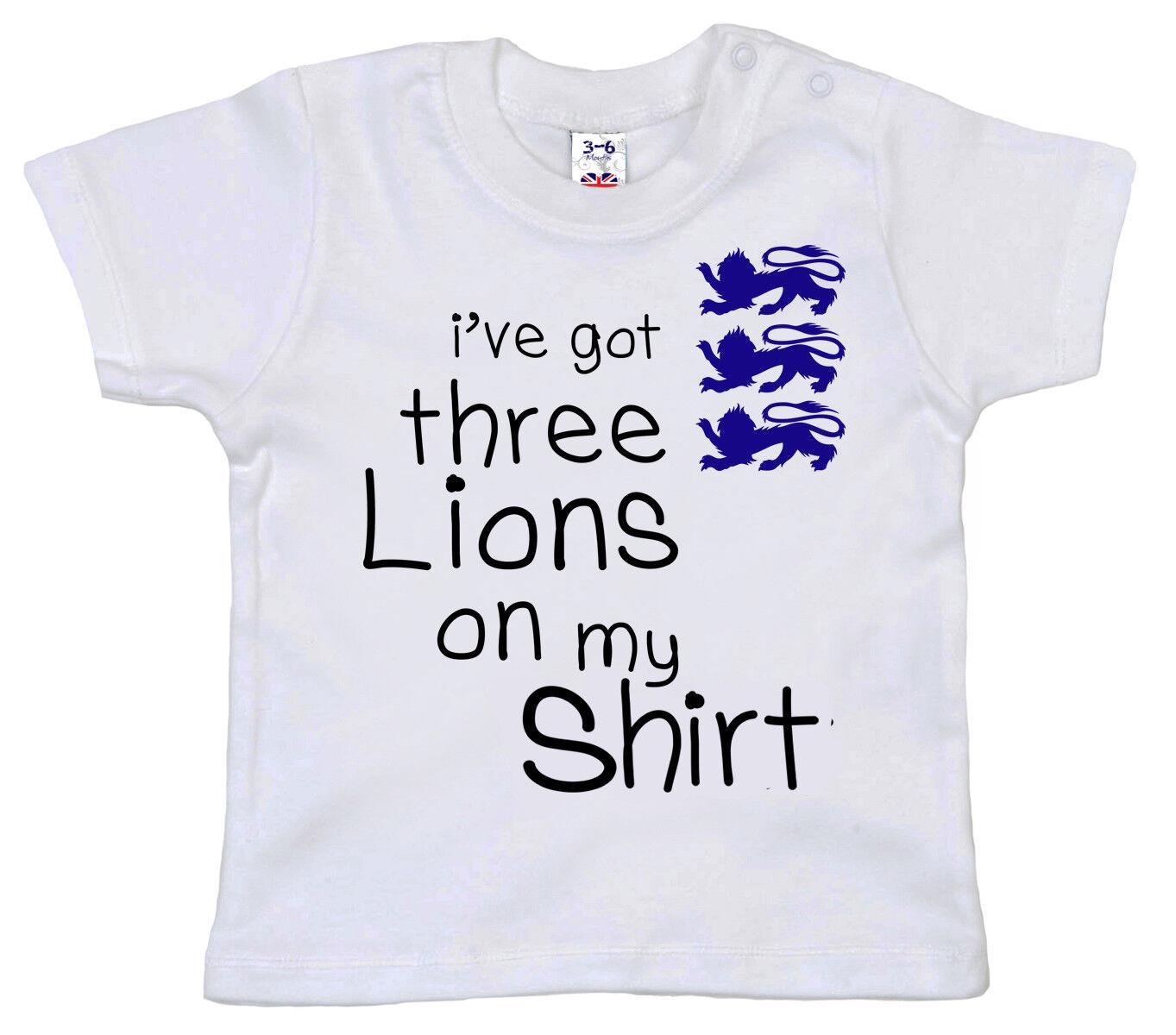 """FUNNY BABY T-Shirt /""""Ho 3 dei Leoni sulla mia Camicia/"""" WORLD CUP 2018 INGHILTERRA IDEA REGALO"""