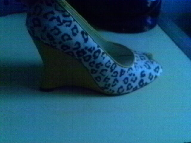 MICHAEL ANTONIO LEOPARD YELLOW CALF FUR WEDGE PEEP TOE 7.5 M