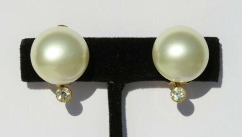 gold metal tone. Faux Pearl 1970s Vintage Clip on Earrings