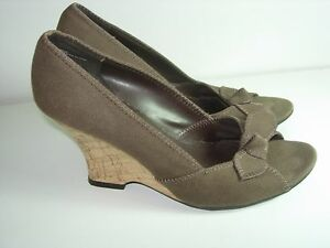 WOMENS-BROWN-CANVAS-OPEN-TOE-WEDGE-PUMPS-COMFORT-CAREER-HEELS-SHOES-SIZE-6-5-M