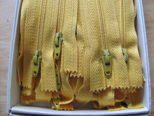 wholesale lot of 100 yellow zippers please look at pictures
