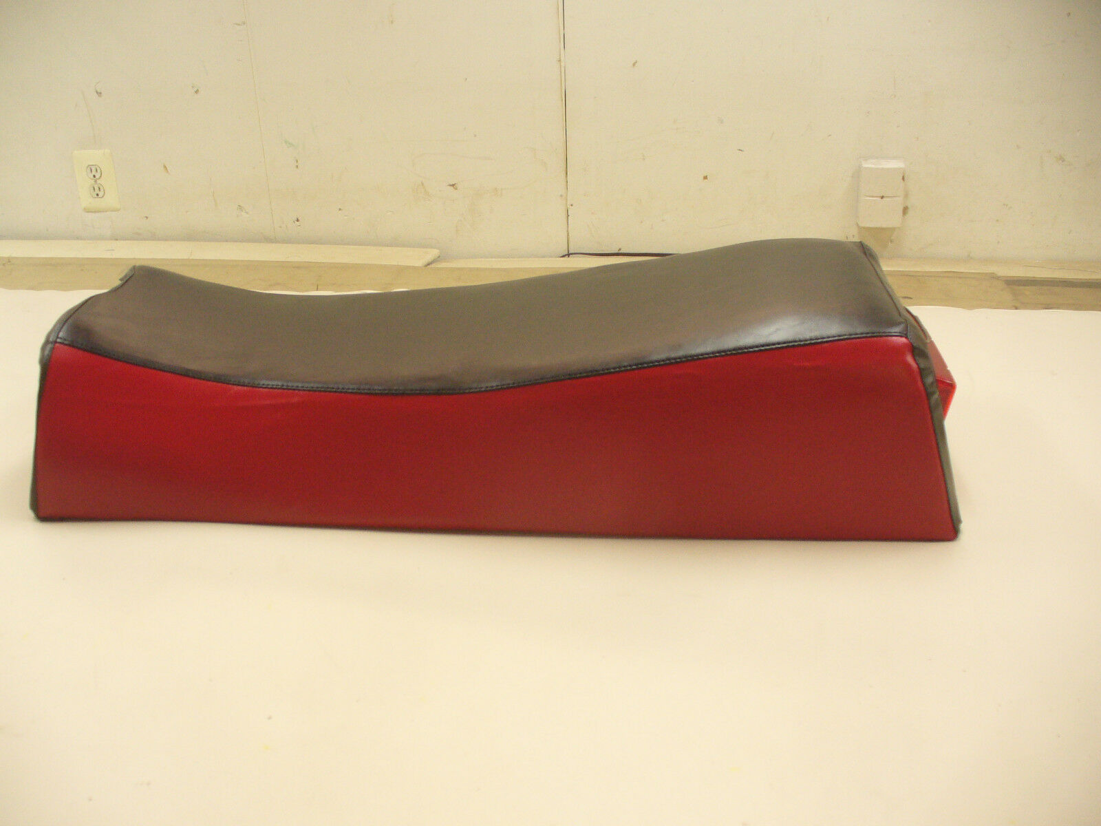 1973-1975 VINTAGE YAMAHA  RED BLK GP-292 SNOWMOBILE SEAT COVER NEW