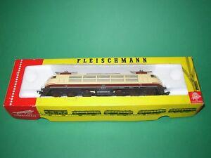 Fleischmann 4375 5163 1 Locomotive électrique DB 1 voiture voyageurs HO - France - État : Occasion: Objet ayant été utilisé. Consulter la description du vendeur pour avoir plus de détails sur les éventuelles imperfections. ... Marque: Fleischmann Numéro de pice fabricant: 4375+ 5163 - France