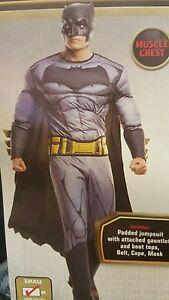 Batman-Muscle-Costume-Men-Rubies-820359-VS-Superman