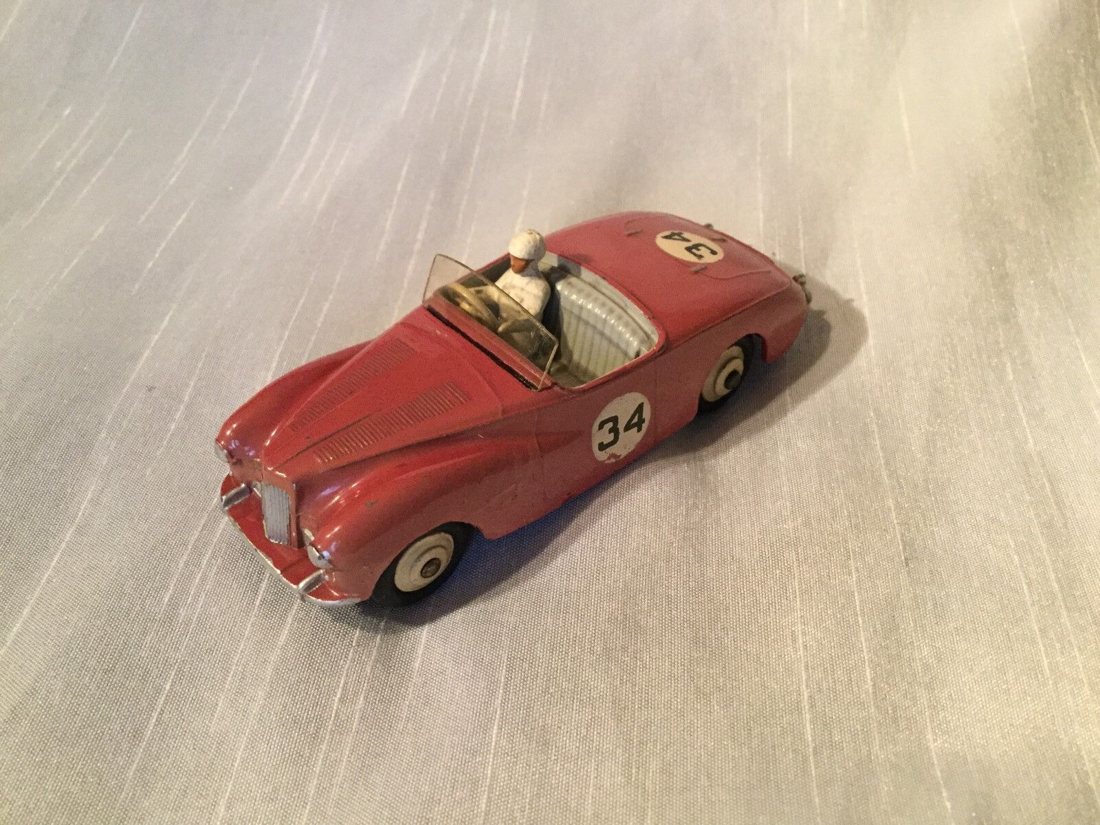 Dinky Toys Nº 107 Sunbeam Alpine Sports