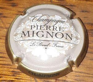 Capsule de champagne Pierre Mignon contour marron clair plaque muselet rare new