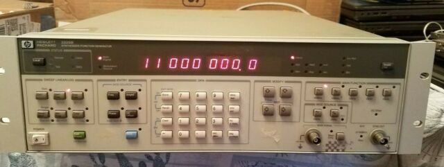 HP Agilent Keysight 3325B Synthesizer / Function Generator  ***Parts Only***