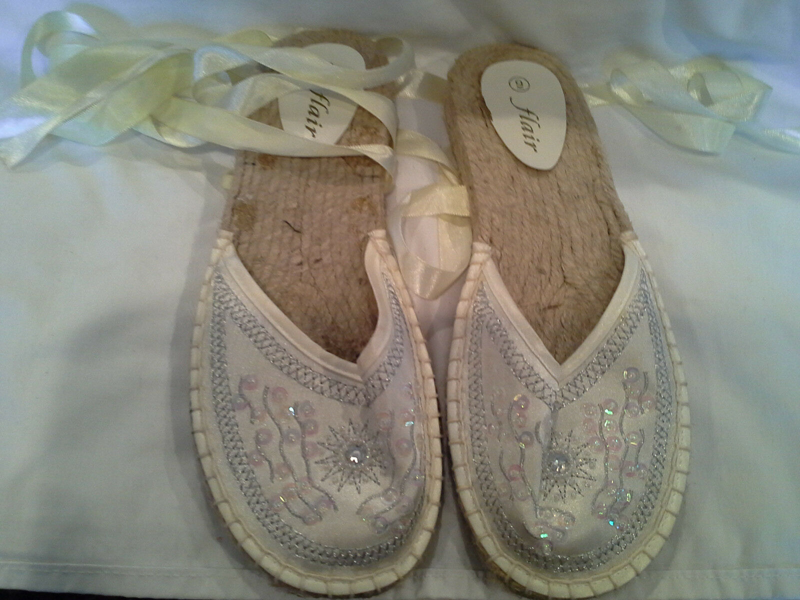 Great Shoe Summer  Satin Wrap Around The Ankle Shoe Great Macrame Size  9 6e77ad