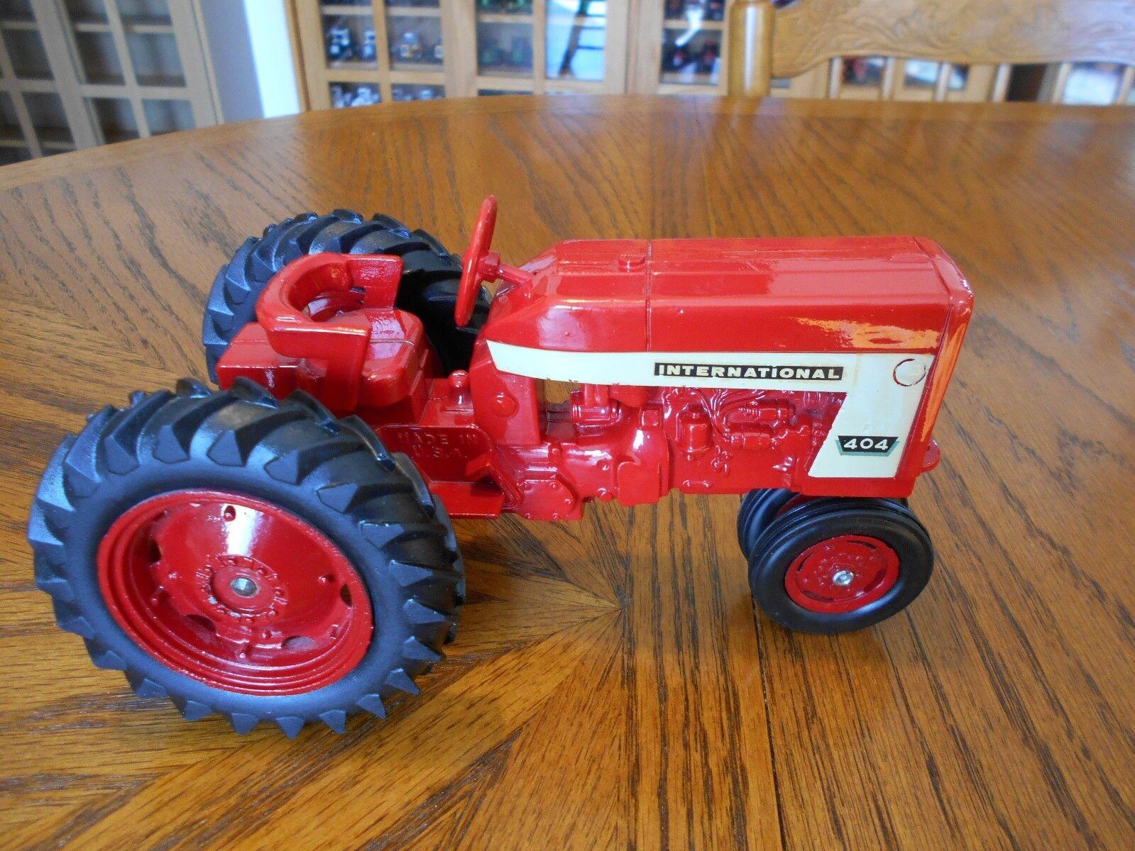 Vintage 1964  ERTL échelle 1 16 FARMALL 404 tracteur, NF, rouge DICAST Jantes Métalliques utilisés  autorisation officielle