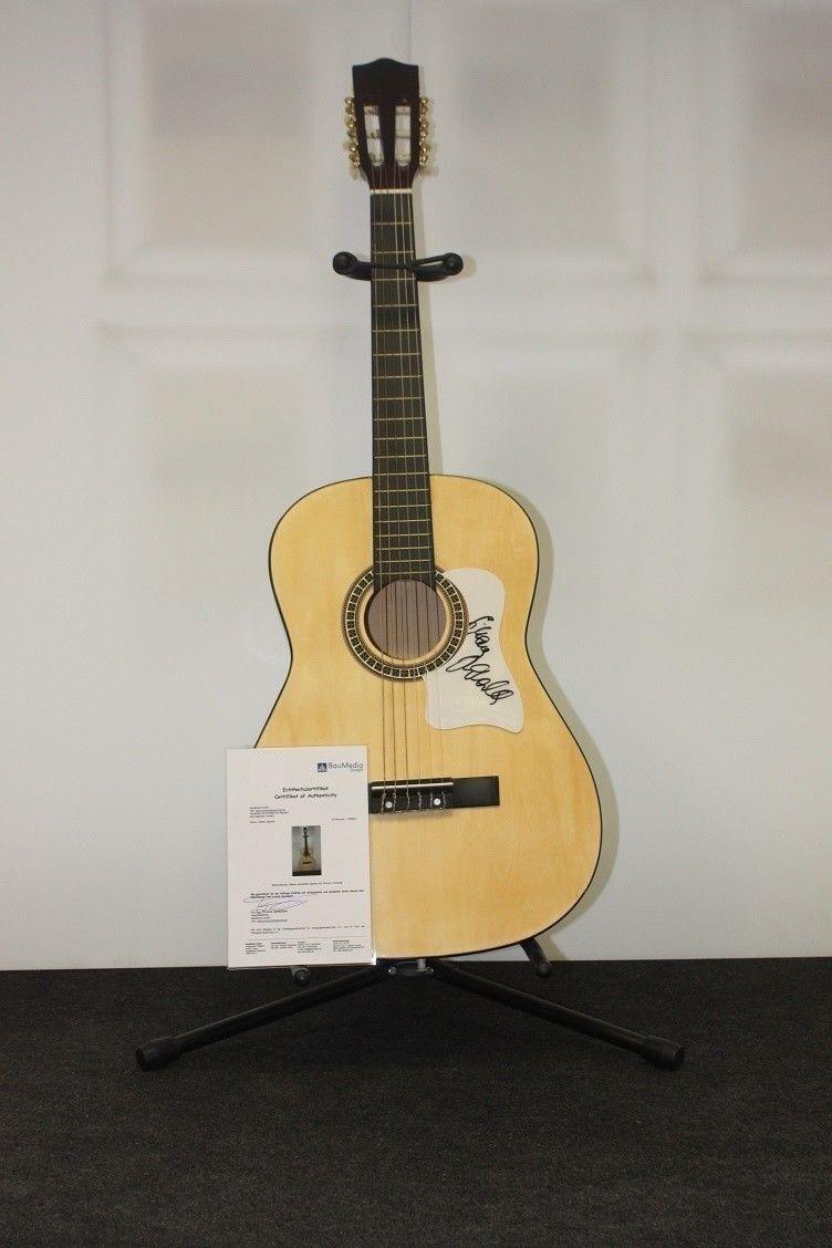 Gitarre signiert von Simone Thomalla