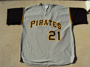 4eaacc132 Image is loading ROBERTO-CLEMENTE-21-Pittsburgh-Pirates-Replica-Baseball- Jersey-