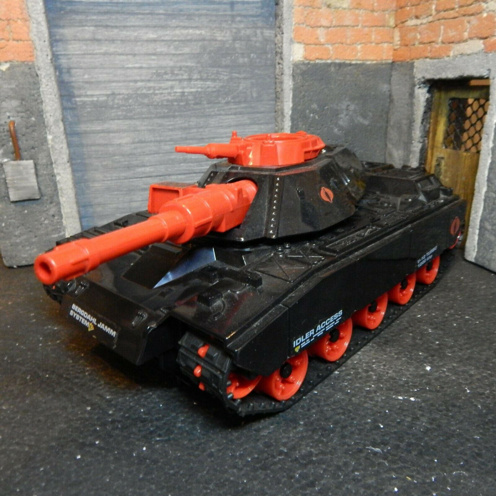 GI JOE  1985 SEARS CRIMSON CAT TANK  100% COMPLETE & ORIGINAL