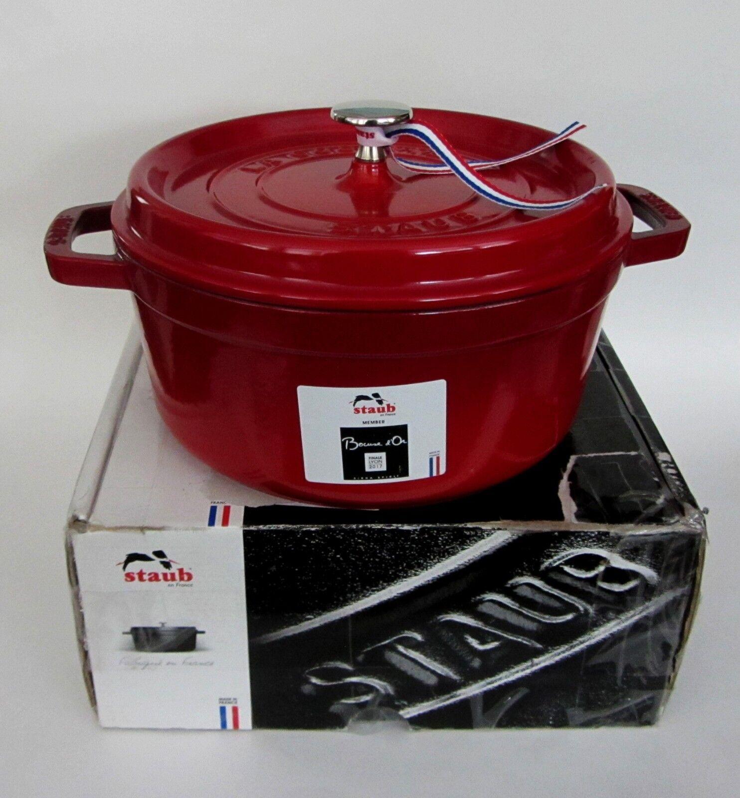 STAUB Round Cocotte en fonte Casserole Pot W. couvercle (3.8 L) 4 Qt Rouge cerise NEUF