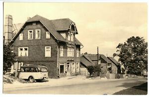 AK-Neuhaus-am-Rennweg-HOG-034-Haus-Oberland-034-Strassenansicht-mit-Bus-1964