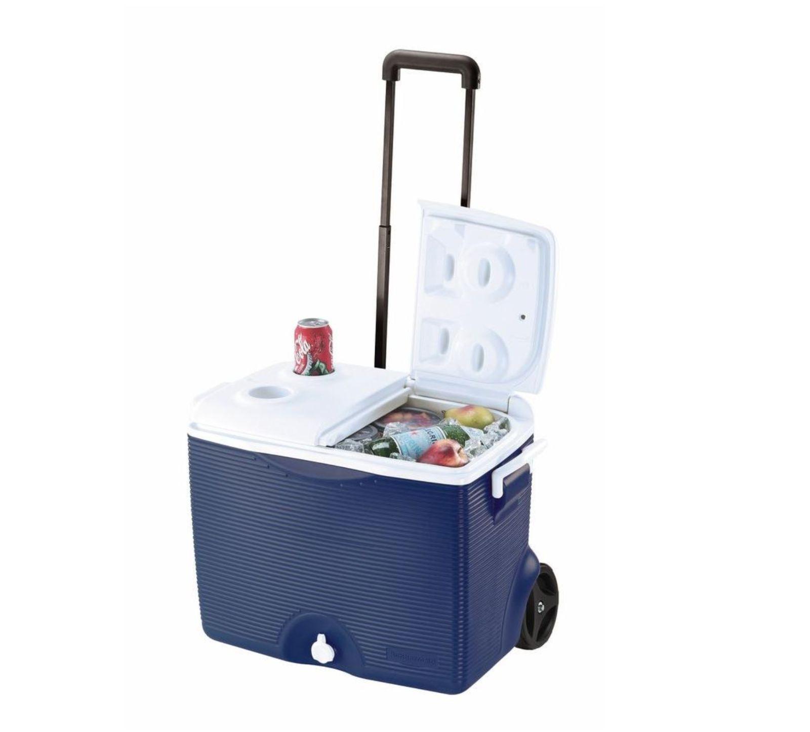 Rubbermaid Rolling Chest Cooler 45 Qt. Split Lid w  Pull Handle Cup Holders Blau