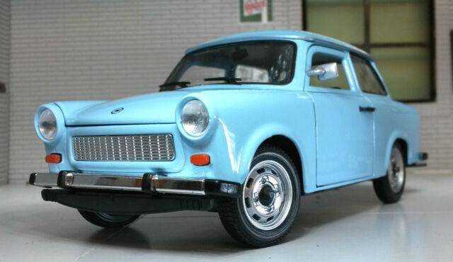 Trabant 601 Limousine Beige mit Blauem Dach 1//24 Welly Modell Auto mit oder ohne
