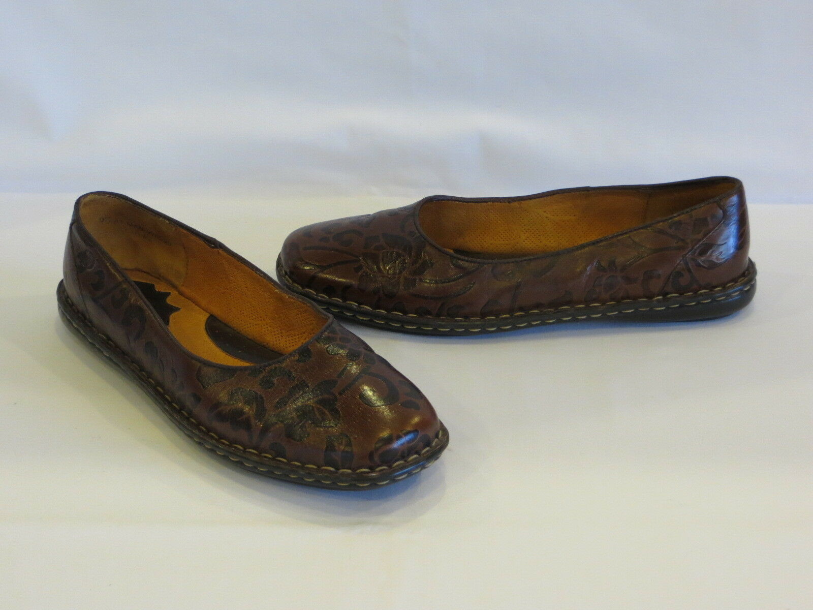 BORN 2 Tone Brown Leather Textured Floral Flats - 9.5M W - GR8