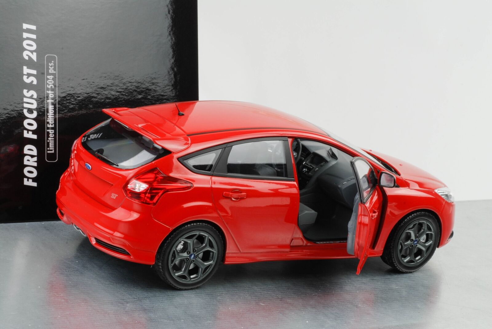 2011 Ford Focus st Red 1 18 Minichamps Nip
