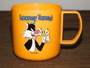 "VINTAGE 1987 2 1/2"" HIGH LOONEY TUNES TWEETY BIRD & SYLVESTER CAT PLASTIC CUP"
