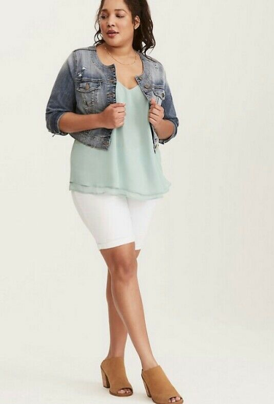 SOLD OUT  Nwts Torrid Bermuda White Shorts size 22