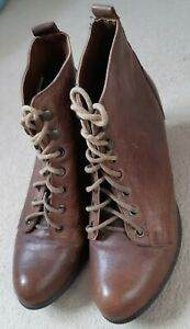 Ladies Size 6 brown Leather laced