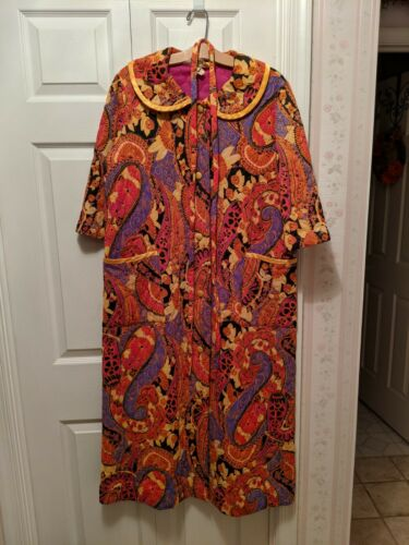 1960s-1970s MOD PRINT VTG QUILTED ROBE HOUSE COAT