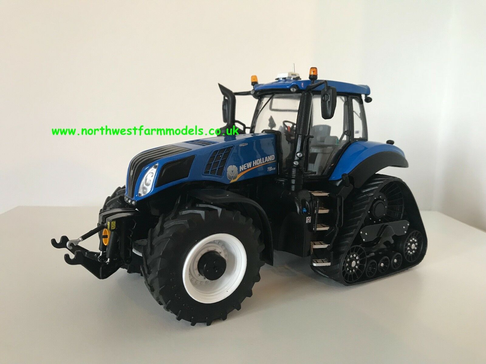 Marge MODELS NEW HOLLAND T8.435 Smart Trax échelle 1 32