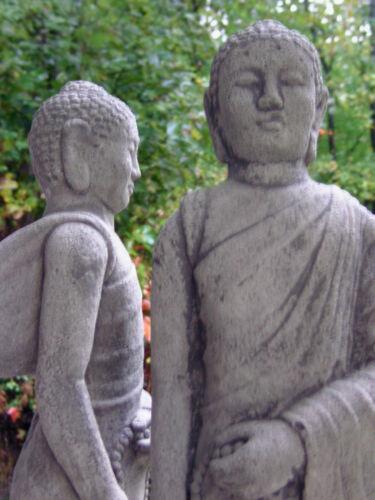 Bouddha stand personnage massif gris patiné pierre personnage à la main méditation