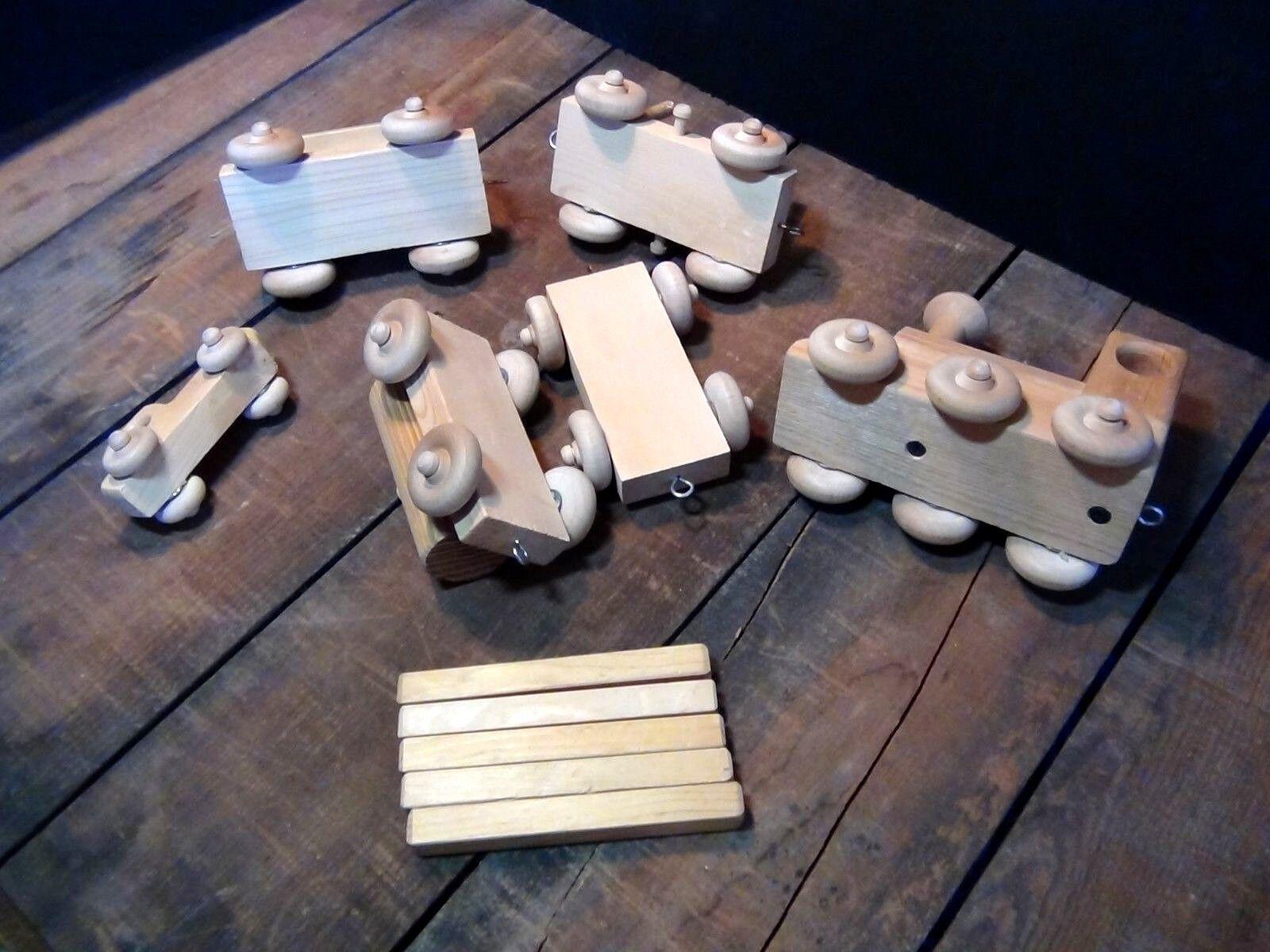 Handmade Wooden Mini Train Set  11 11 11 pieces Total Length 28  1bc361