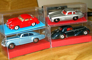 DINKY-COLLECTION-VARIOUS-MODEL-VINTAGE-CARS-WITH-CLEAR-DISPLAY-BOX